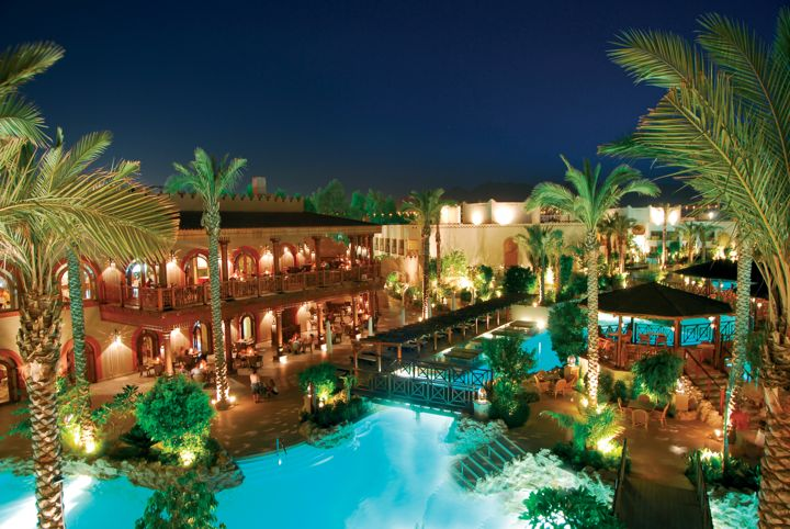 Ghazala Gardens Hotel - by night