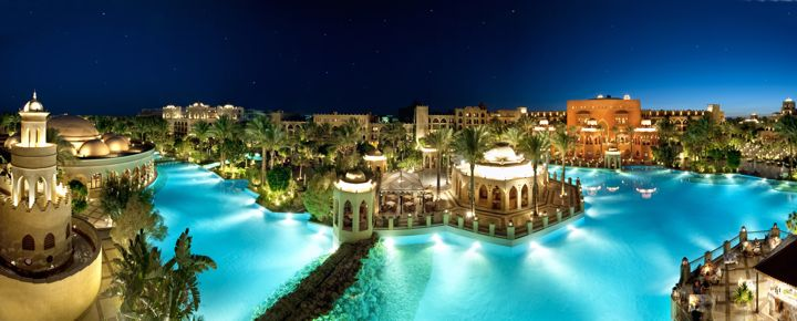 The Makadi Palace Hotel - swimming pool by night